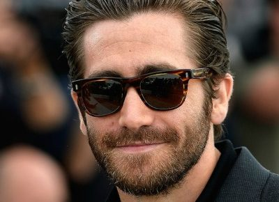 jake-gyllenhaal-beard-slicked-back-hair-400x290
